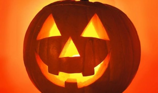 A Lazy Person Accidentally Created The Cutest Jack-O-Lantern Ever Made